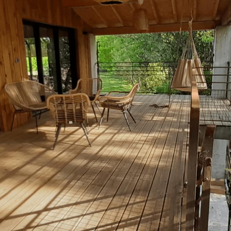 Terrasse du gîte de chez Jume : séjour bien-être