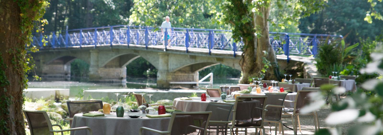 Marais poitevin : déjeuner au bord de l'eau